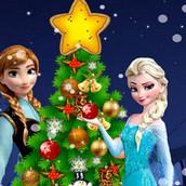 Анна и Эльза наряжают елку на Новый год