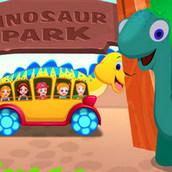 Малышка Хейзел в парке с динозаврами