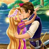 Рапунцель целуется с Флинном
