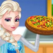 Беременная Эльза готовит пиццу