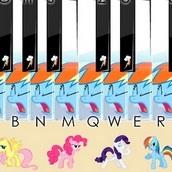 Пианино с маленьким пони