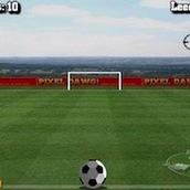 Забивать мяч в ворота с пенальти
