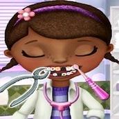 Игра Доктор Плюшева у зубного врача