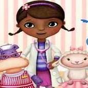 Доктор Плюшева лечит друзей